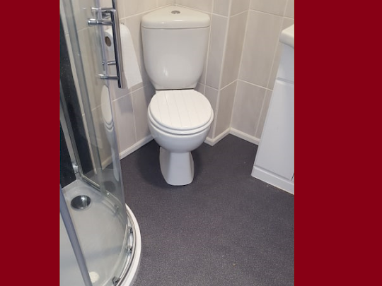 An interesting bathroom fitted with vinyl in Saltash. Need a vinyl fitted? Call James Now!