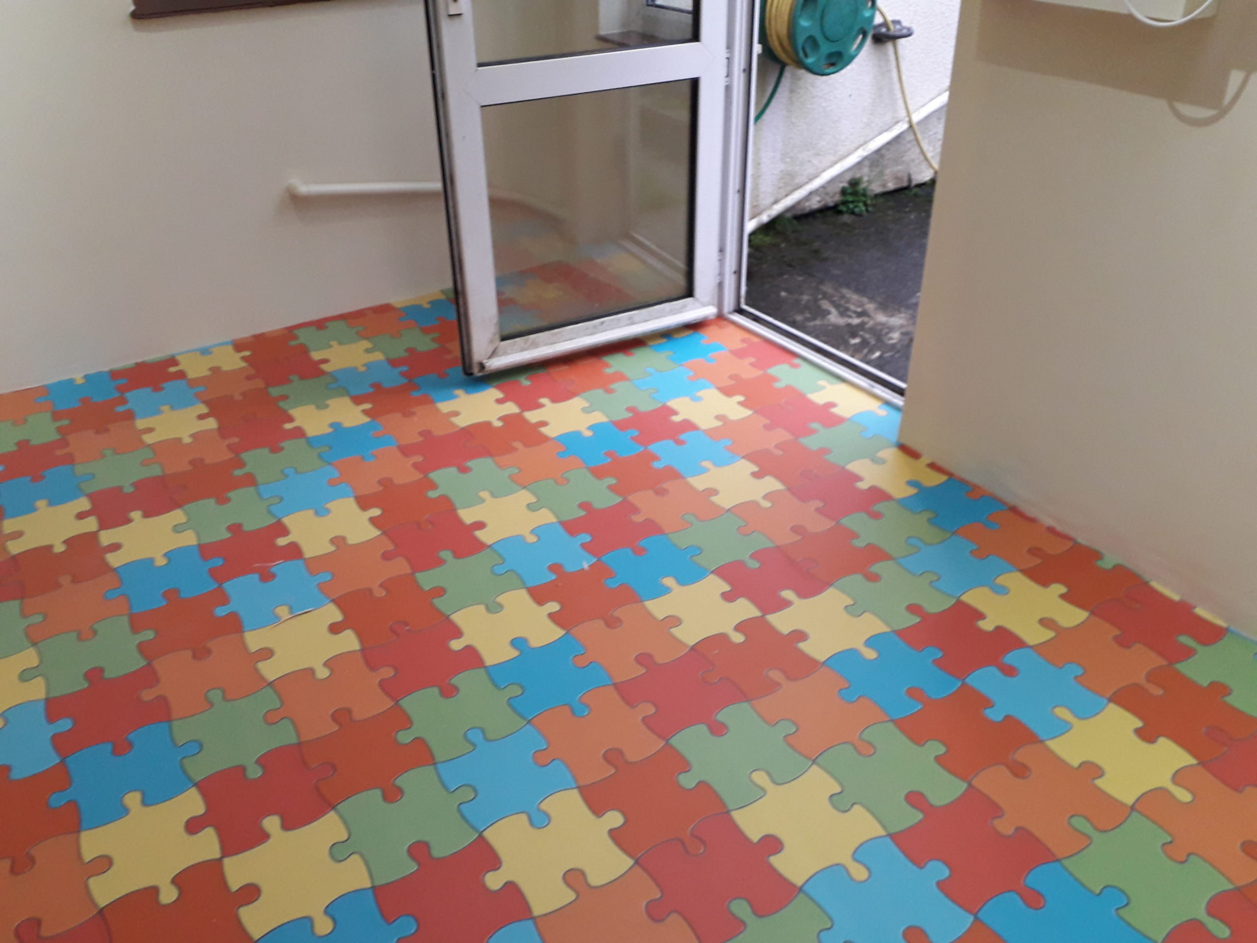 This jigsaw vinyl fitted in Pensilva is a playful pattern. Brightened up our rainy day!
